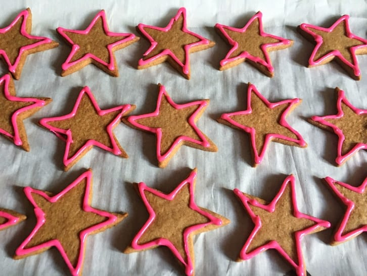 outlined gingerbread cookies
